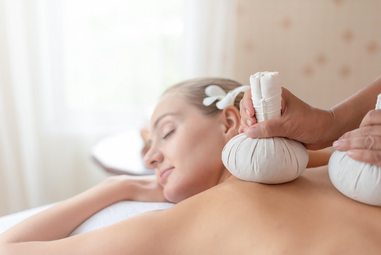 Kräuterstempel Massage